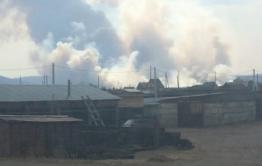 Пожар бушует около станции Лесная