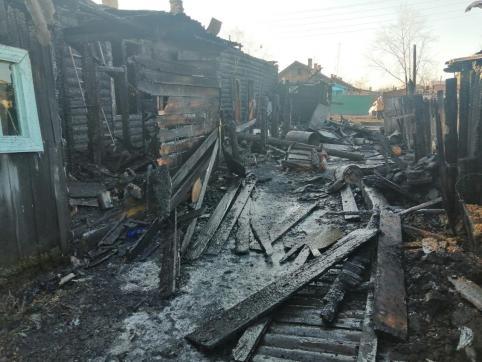 На месте пожара в поселке Восточный «Вечорка» обнаружила четвертый труп (фото, видео)
