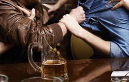 Собутыльники побили и ограбили хвастающегося высокой зарплатой вахтовика в одном из баров Читы