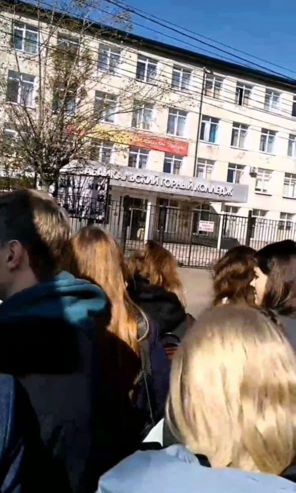 Студентов Горного колледжа в Чите эвакуировали из-за сообщения о взрывном устройстве