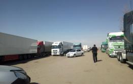 Застрявшие на границе в Забайкальске дальнобойщики написали обращение к Осипову