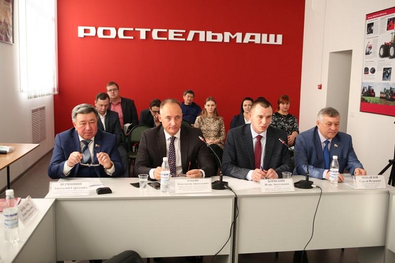 Совладелец одного из крупнейших заводов России «Ростсельмаш» Константин Бабкин рассказал о планах развития сельского хозяйства в Забайкалье