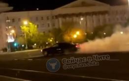 Пьяный читинец без прав дрифтовал на площади Ленина в Чите