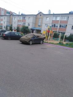 Как читинцы защищают свои машины при угрозе града. Чита 18.07.2020. Фото из соцсетей.