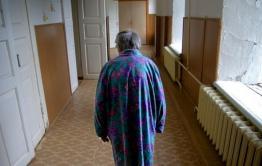 В Забайкалье пожилая женщина напала на внучку с молотком и пыталась ее убить