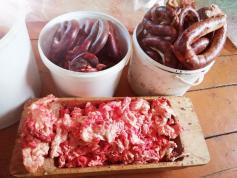 Кровяная колбаска и эреэлжэ (это тоже подвид колбаски). 13 декабря, Чита.