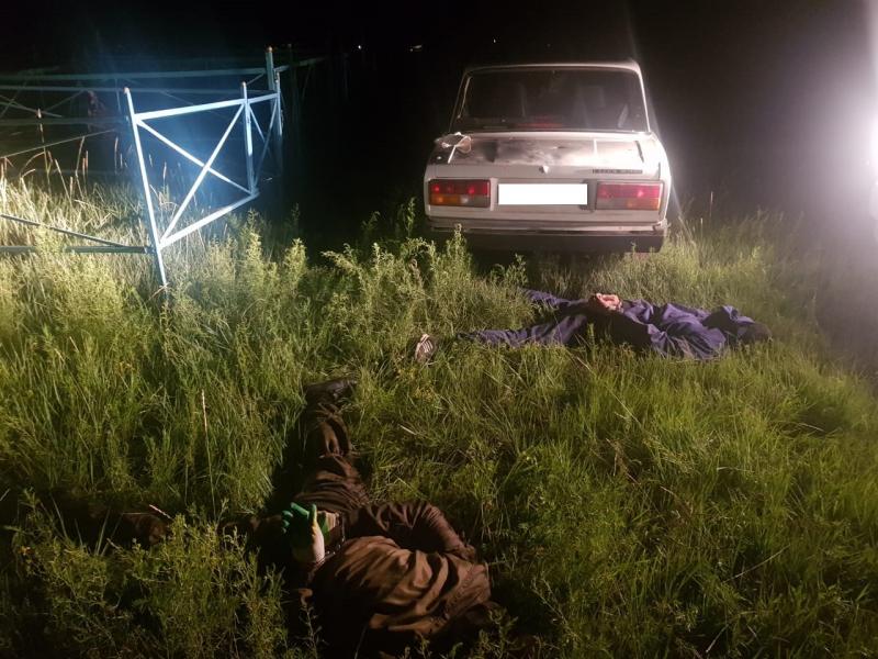 Забайкальцы угнали машину и спрятали ее на кладбище. Позже они вернулись за ней на краденом мотоцикле