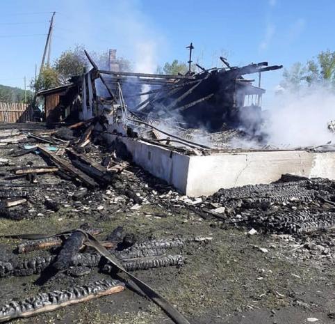 В Забайкалье неизвестные сожгли здание, в котором находился банк, администрация и библиотека