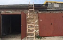 В Хилке бомж разобрал крышу гаража и украл велосипед