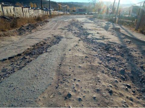 Житель Вершино-Дарасуна жалуется на плохую дорогу, ведущую к поселку от трассы