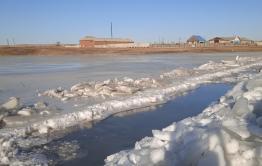 Ключи забили в Забайкальске после начала работ по созданию «ливневки». Говорят, что китайцы построили дамбу, чтобы использовать эту воду.