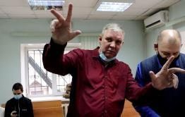 Суд по делу оппозиционного блогера-матершинника Лехи Кочегара перенесли на 2021 год
