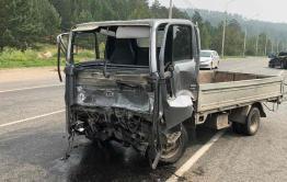 Грузовик врезался в «Тойоту-Ленд-Крузер» в Чите