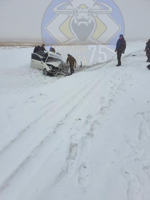 ДТП с несколькими пострадавшими произошло за Дарасуном. Люди зажаты в машине.