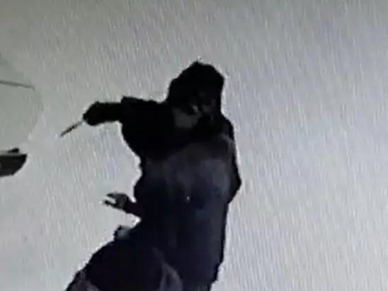 Забайкалец с ножом напал на продавца магазина в Шилке. Видео