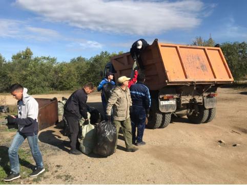 Активисты и неравнодушные жители Читы убираются на Кеноне