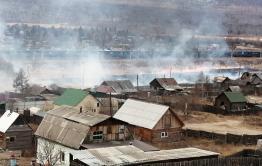 Трава загорелась вблизи частного сектора в Антипихе