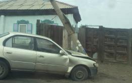 Иномарка снесла солб на углу улиц Баранского и Кенонской в Чите
