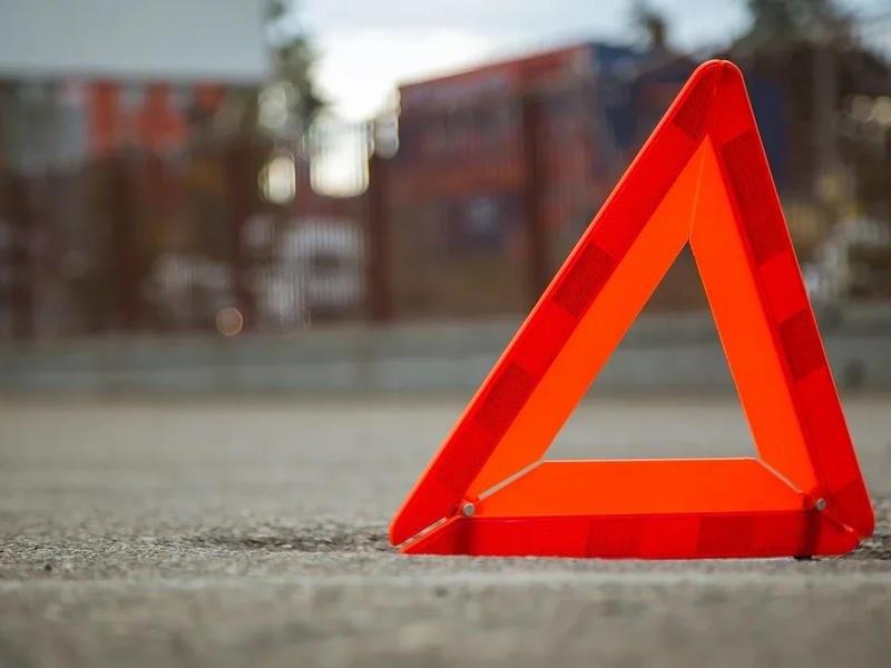 В тройном ДТП в Чите погиб водитель, пострадала несовершеннолетняя девочка
