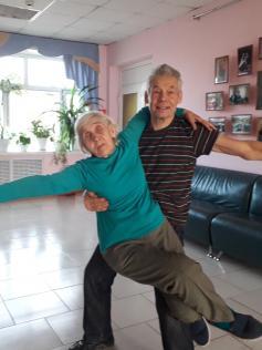 Нонна и Гений - этим танцорам возраст не помеха. Подробности в свежем номере