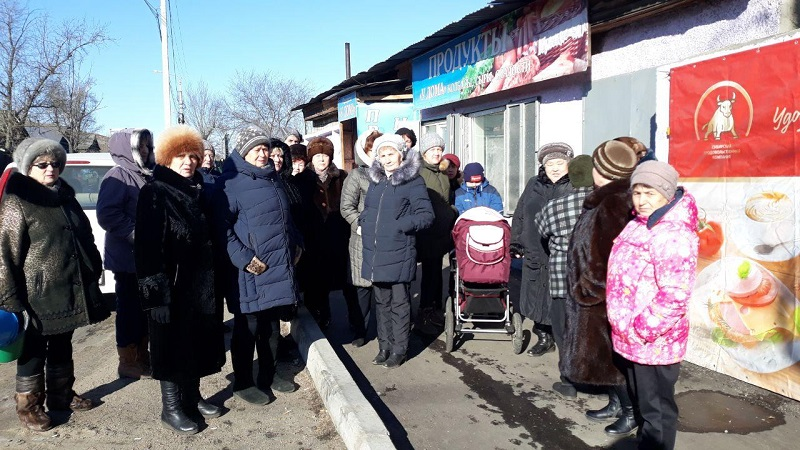 Жители Московского тракта приглашают Сапожникова и Осипова пройтись от школы до них пешком