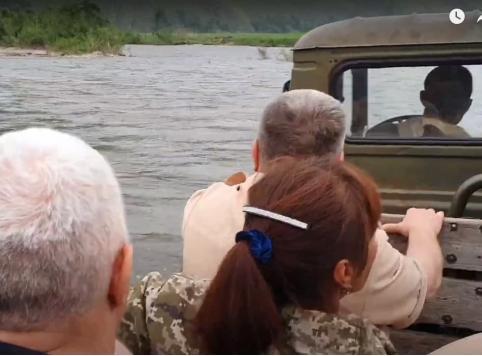 Власти Забайкалья наконец-то посетили село, где в магазинах пустые полки, нет электричества и дорог (видео)