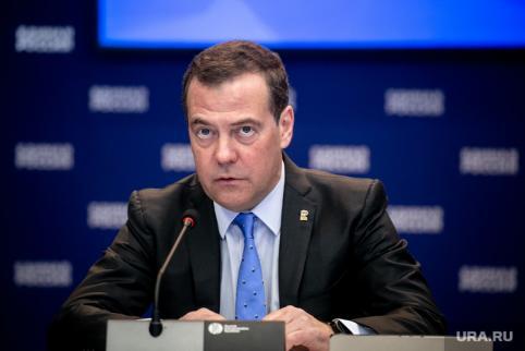 Медведев предложил ввести четырехдневную рабочую неделю в России