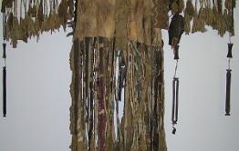 Житель Тунгокоченского района просит вернуть эвенкийский шаманский костюм из Петербурга