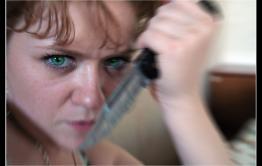 Женщина пырнула ножом мужа, кричавшего