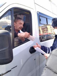 """""""Везу пассажиров без маски, не будьте, как я"""". Из рейда полиции и мэрии 5 апреля"""