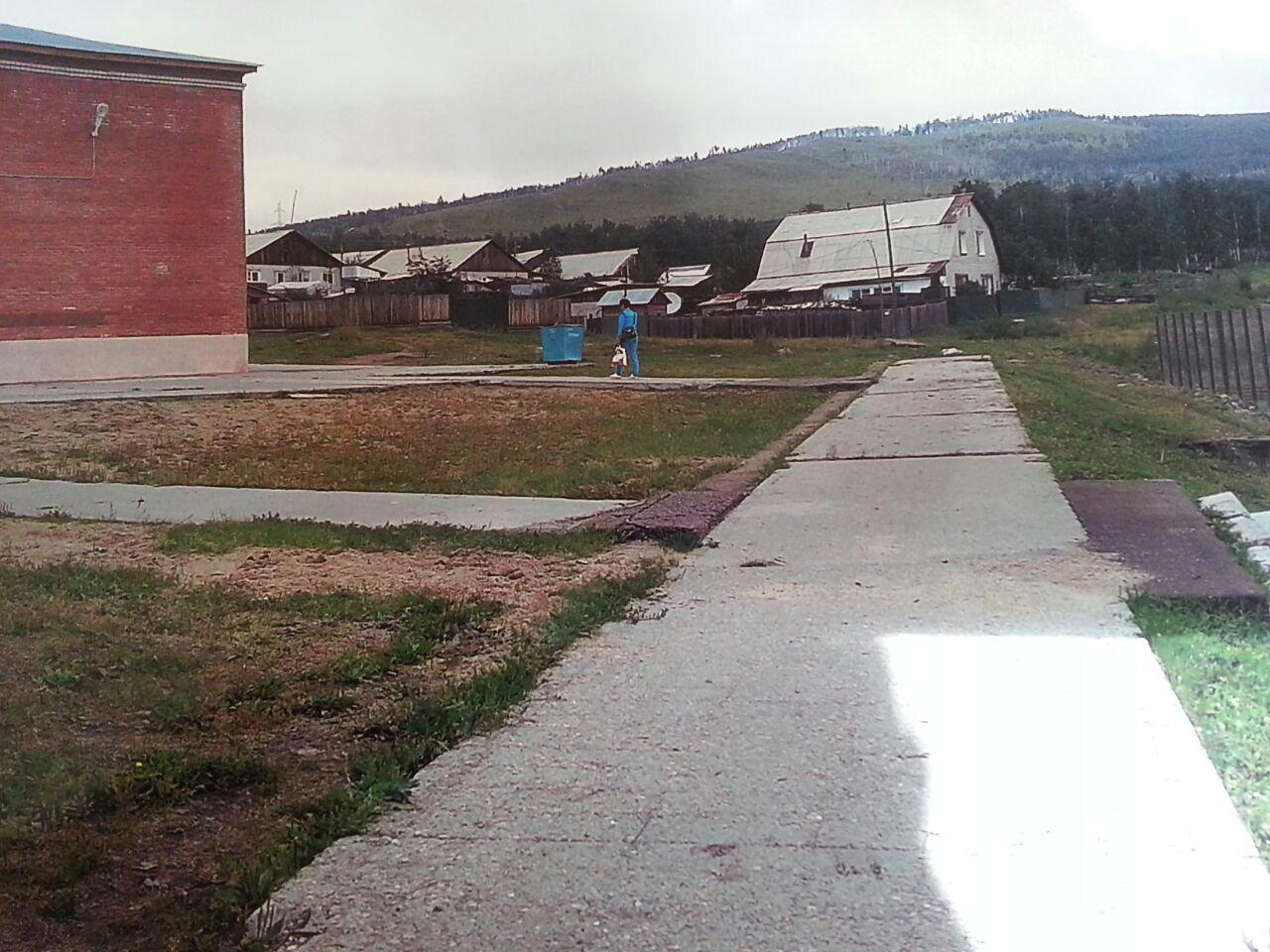 Здание Золотореченской школы до сих пор не огорожено