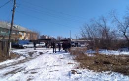 Чиновники убрали мусор и убили собак около дома многодетной матери, ждущей Осипова в гости