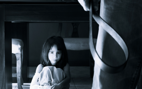 Забайкальский папаша запирал детей в холодной комнате без еды и воды