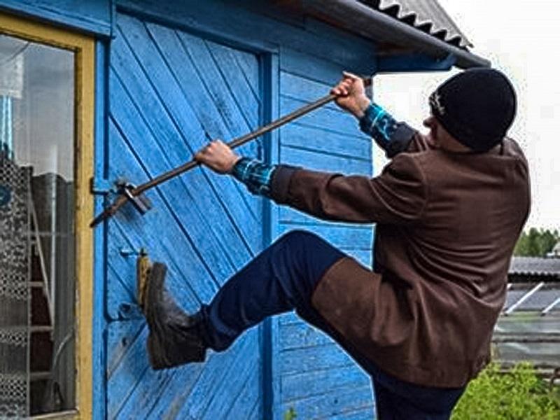 Двое односельчан обокрали пенсионера в Оловяннинском районе