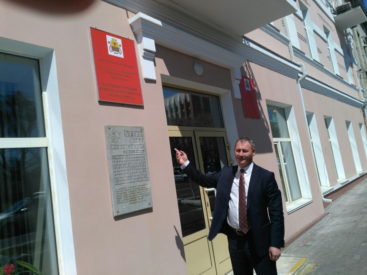 Дума единогласно приняла прекращение полномочий депутата Сапожникова