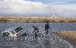 В районе Ясногорска из реки достали автомобиль с двумя трупами внутри