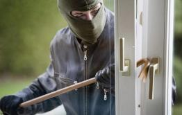 Воры подожгли занавеску в квартире в Чите, пытаясь скрыть преступление