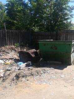 13 июня. Легендарная помойка на Амурской у здания Минобразования. 23 мая отсюда полностью вывезли мусор.