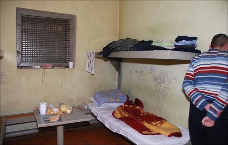 Житель Красночикойского района потребовал с полиции компенсацию морального вреда за отсутствие отдельного туалета в изоляторе