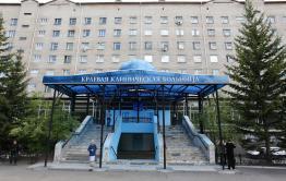 Минздрав: мужчина выпал с 9-го этажа больницы в Чите. Он в реанимации