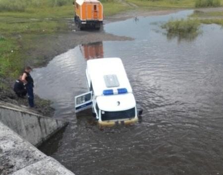 В Жипковщине под воду ушла полицейская буханка