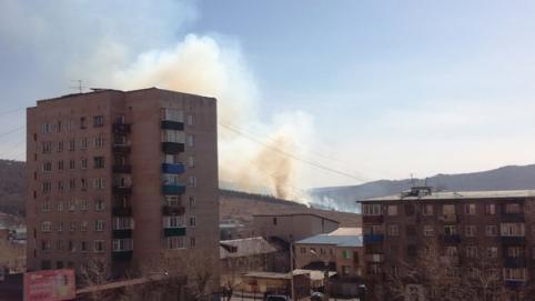 Лес горит а площади в 1 га на Батарейной сопке в Чите