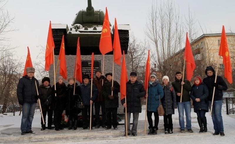 Коммунисты из Читы грозятся приехать в Москву к Путину на танке