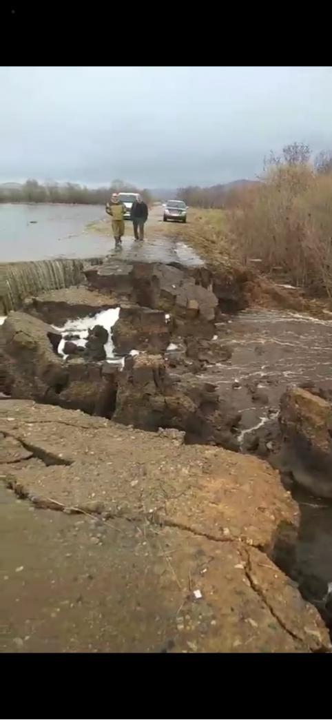В Балейском районе ручьи разрушили дорогу между селами  (видео)