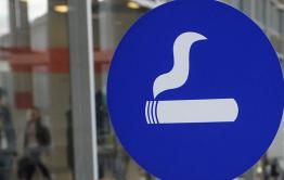 Путин подписал закон о возврате курилок в аэропортах