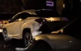 Водитель Mazda протаранил припаркованные авто в центре Читы  (видео)