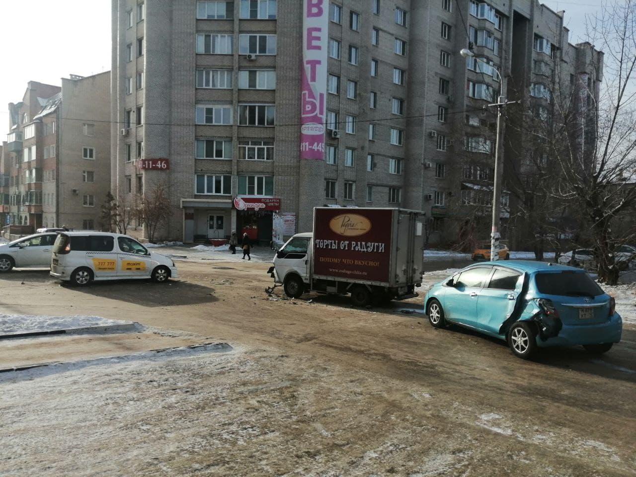 «Сладкое» ДТП с тремя машинами произошло в Чите