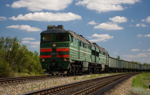Грузовой поезд сбил монтера пути в Чите