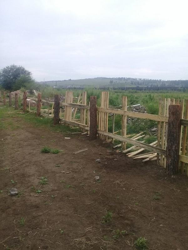 Жители Большой Туры разломали забор, построенный у нового ФАПа. 8 августа
