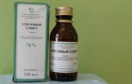 Минздрав порекомендовал врачам полоскать рот и горло 70-процентным спиртом